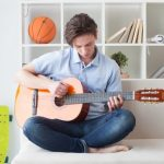 アパートでのギター練習は違法行為?苦情がきてしまった時の対処法などを紹介