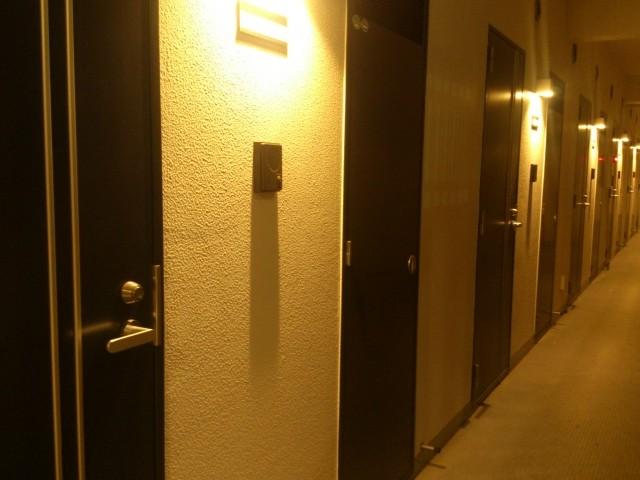 アパートの部屋番号、「号」と「号室」どっちが正しいか
