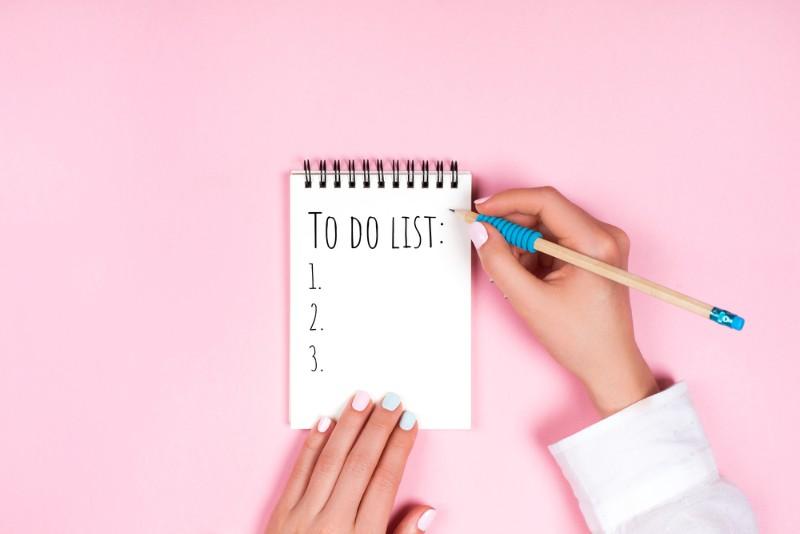 ピンクの壁とチェックリスト