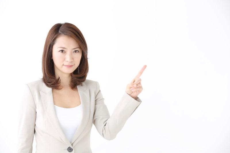 注意する女性の画像
