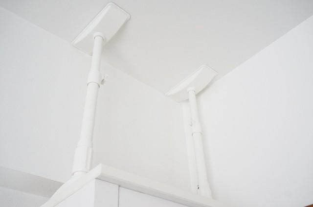 転倒防止策(家具と天井を繋げる)