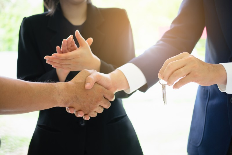 仲介手数料を交渉中のイメージ