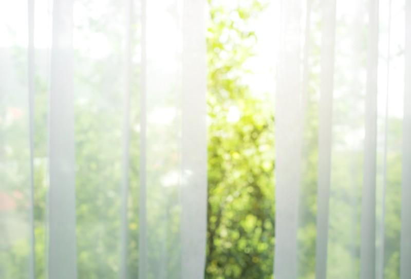 カーテンと窓の画像