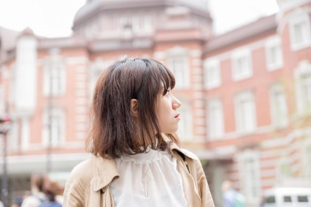 上京した女性のイメージ