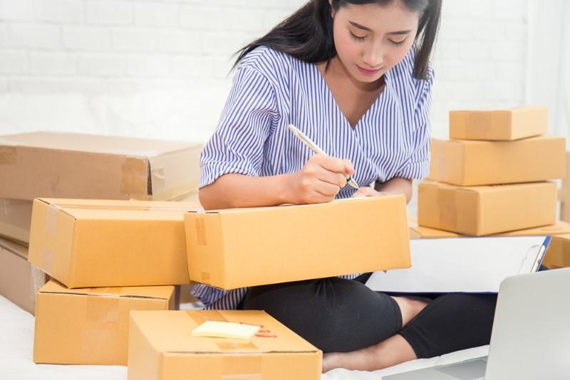 「引っ越し 荷造り 女性」の画像検索結果
